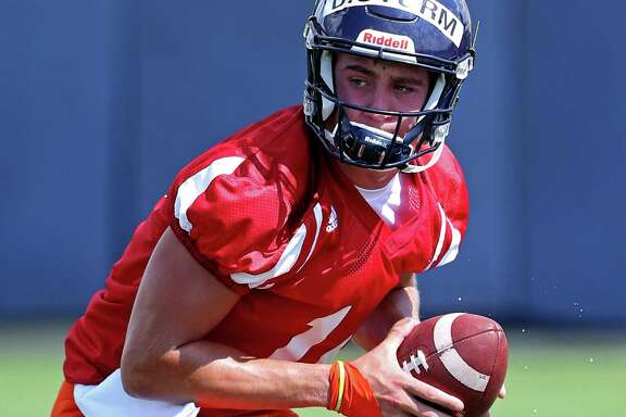 UTSA's Dalton Sturm looks to handoff during practice on Aug. 5, 2016.