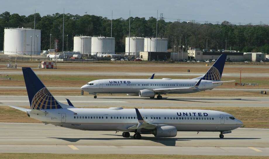 United Airlines Boeing 737 airliners at Bush Intercontinental Airport in January 2016. Photo: Bill Montgomery