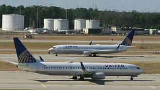 Eighteen black pilots have sued United Airlines for racial discrimination. On Thursday, many gathered in Washington for a press conference to call on Congress and the Department of Justice to launch a federal investigation.