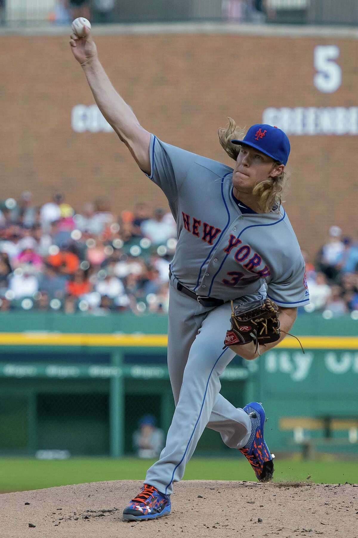 DETROIT, MI - AUGUST 05: Noah Syndergaard #34 of the New York Mets pitches in the first inning during a MLB game against the Detroit Tigers at Comerica Park on August 5, 2016 in Detroit, Michigan. (Photo by Dave Reginek/Getty Images) ORG XMIT: 607682919