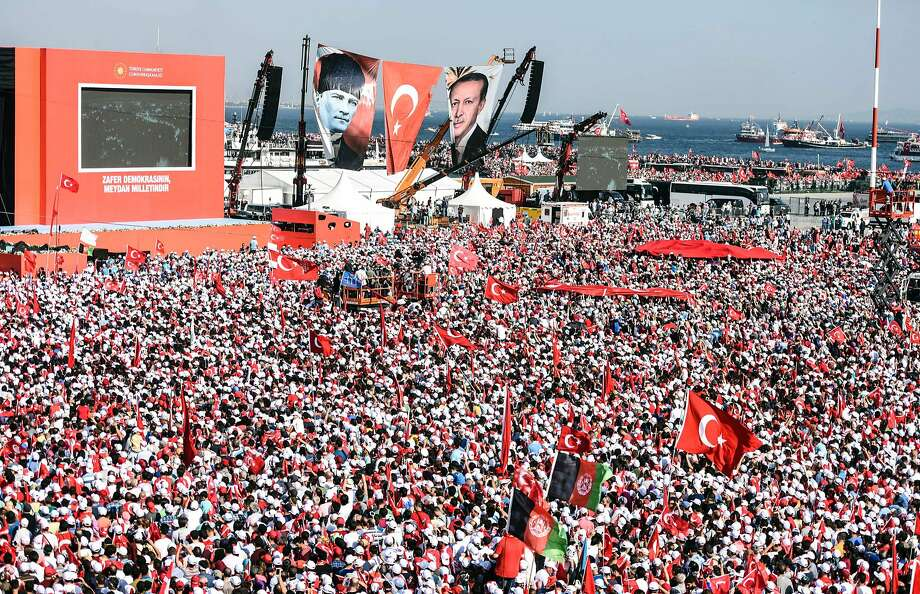 Huge rally in Turkey against coup plotters