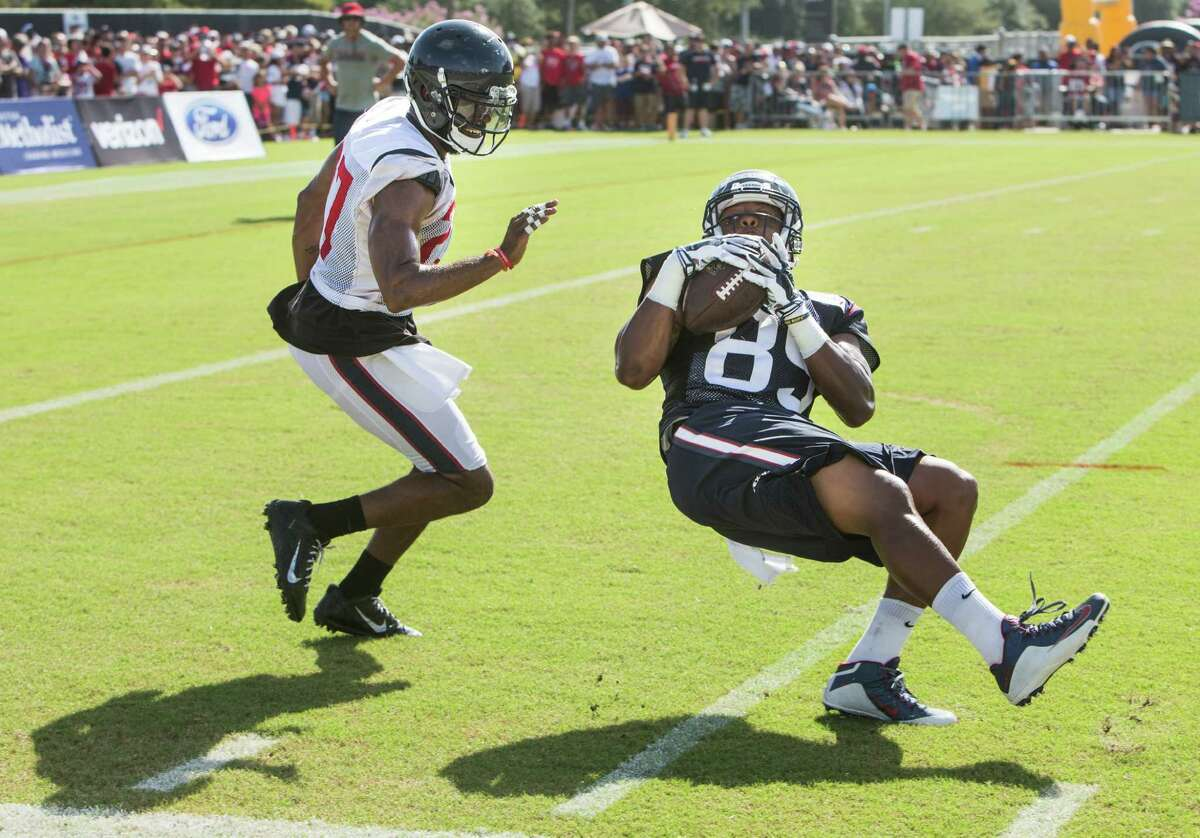 Houston Texans tight end Stephen Anderson (89) makes a catch against strong safety Quintin Demps (27) during Texans training camp at Houston Methodist Training Center on Sunday, Aug. 7, 2016, in Houston.