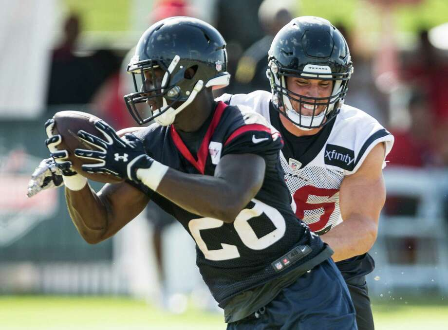 Houston Texans inside linebacker Brian Cushing (56) runs in to defend a reception by running back Alfred Blue (28) during Texans training camp at Houston Methodist Training Center on Sunday, Aug. 7, 2016, in Houston. Photo: Brett Coomer, Houston Chronicle / © 2016 Houston Chronicle