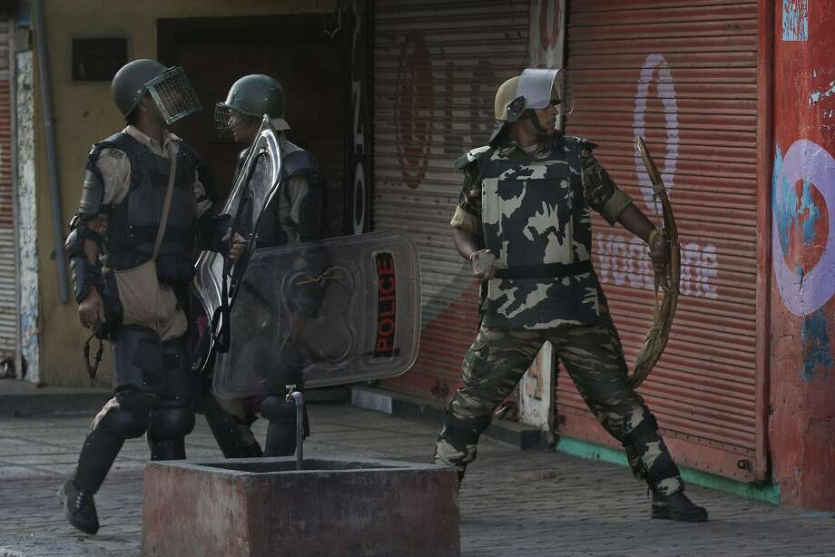 India Arrests Over Thousand of Kashmir Protesters in Bid to End Rallies