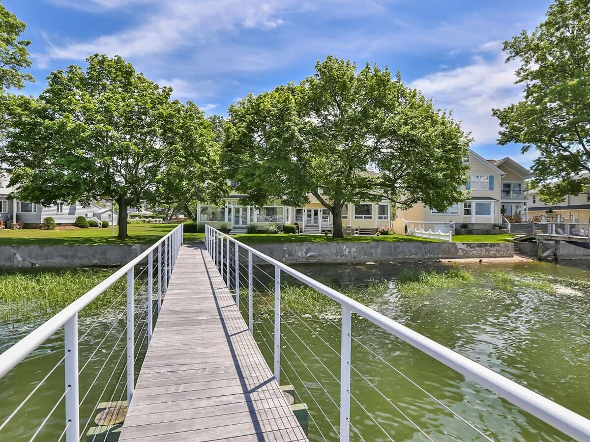 9 Sylvester Ct, Norwalk, CT 06855 Pre-forclosure Foreclosure estimate: $2.83M 5 beds 5 baths 4,124 sqft Features: Waterfront views, wrap-around porch, boat dock, walking distance to Shore & Country club with tennis, pool, marina and restaurant View full listing on Zillow