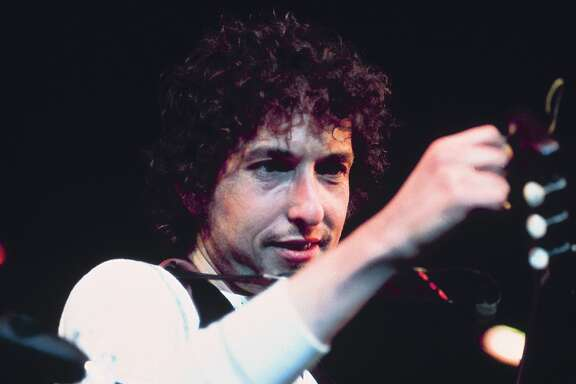 UNITED STATES - SEPTEMBER 05:  Photo of Bob DYLAN; performing live onstage at Benefit for ousted Chileans: Felt Forum, New York  (Photo by David Redfern/Redferns)