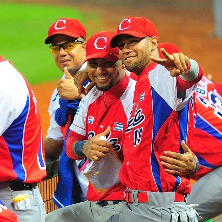 Lourdes Gurriel Jr. (right) is not expected to sign with a major-league team until he turns 23 this fall.  Photo: Twitter