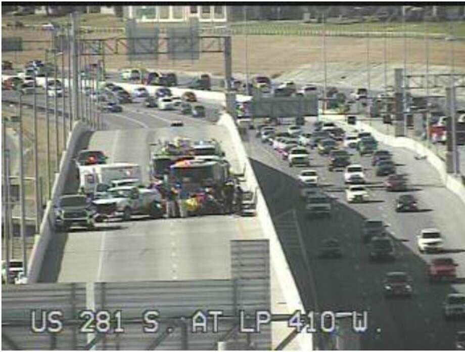 Major Accident Closes Us 281 South Exit Ramp To 410 West