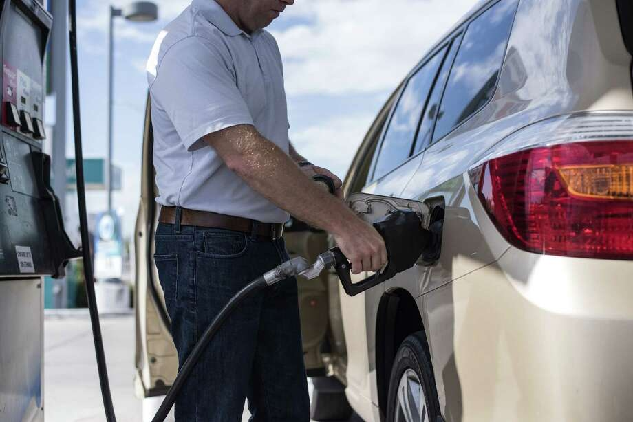 A man pumps gas into his car at a Chevron Corp. gas station in Albuquerque, New Mexico, U.S., in this file photo from Tuesday, July 26, 2016. Photo: Sergio Flores, Bloomberg / © 2016 Bloomberg Finance LP