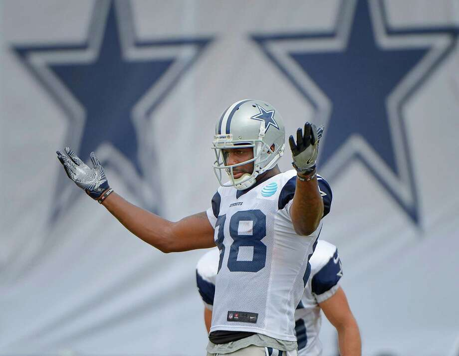 Wide receiver Dez Bryant practices punt returns during the Blue vs. White  scrimmage on Aug 66c83b541