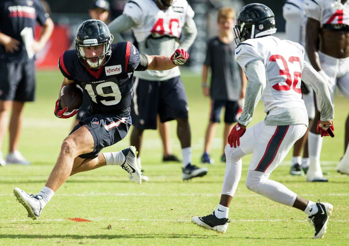 Josh Lenz, wide receiver He had a solid week or practice and caught the ball well against the Texans' defense and the Saints. He's 6-0, 200 and has good speed. He's quick off the line and has some moves to get open. He gets in and out of his breaks quick. He had three catches for a team-high 52 yards in the victory over San Francisco, including a long gain of 22 yards. He'd like to make the roster and not return to the practice squad, but wide receiver is going to be a difficult cut. The quarterbacks like him because he's almost always in the correct spot.
