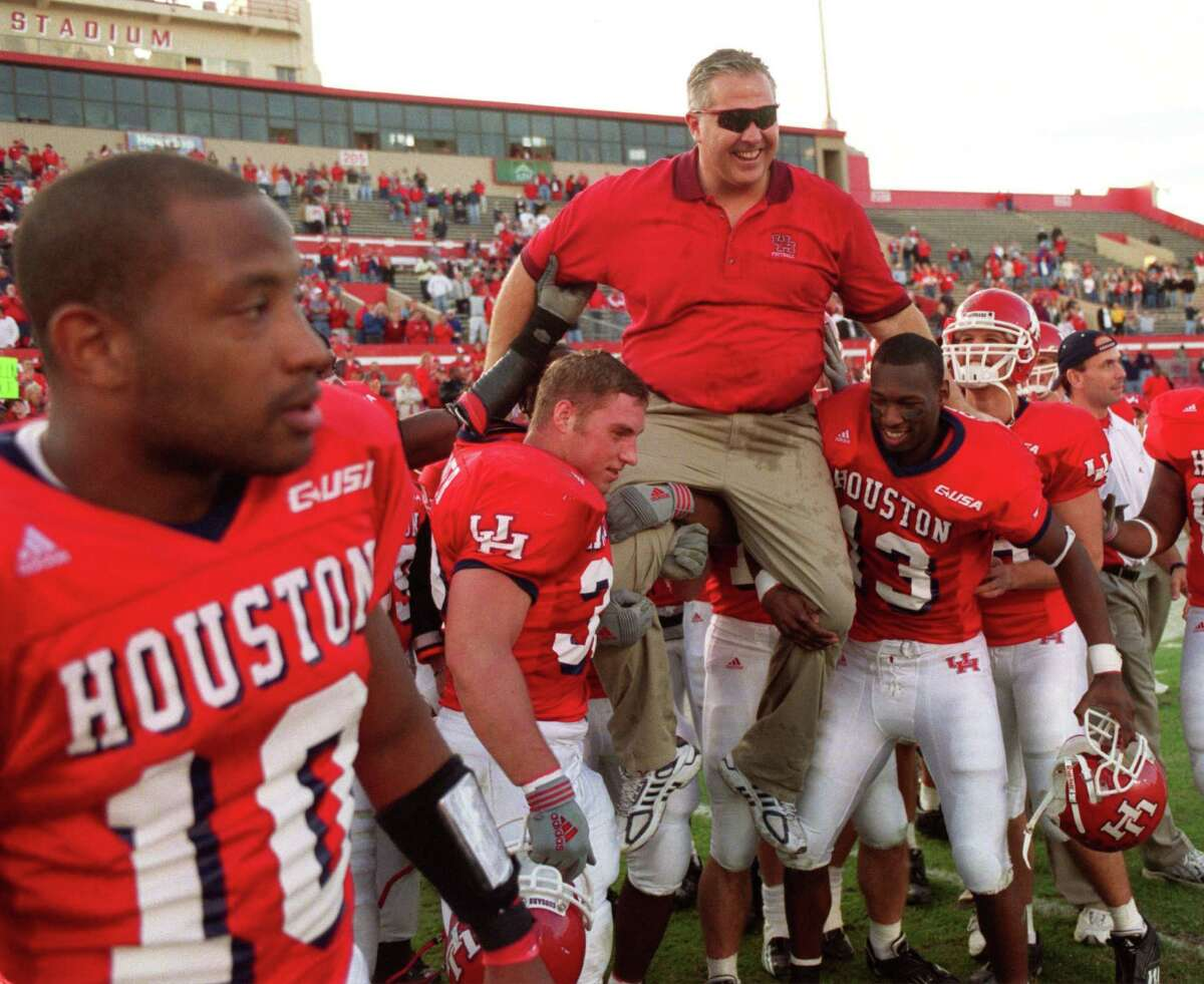 The 2002 Houston Cougars featured running back Chris Robertson. Robertson is now an Army captain and recently returned from a tour in Afghanistan. Now stationed in Hawaii, Robertson is visiting the Cougars this week as they prepare for the Hawaii Bowl.