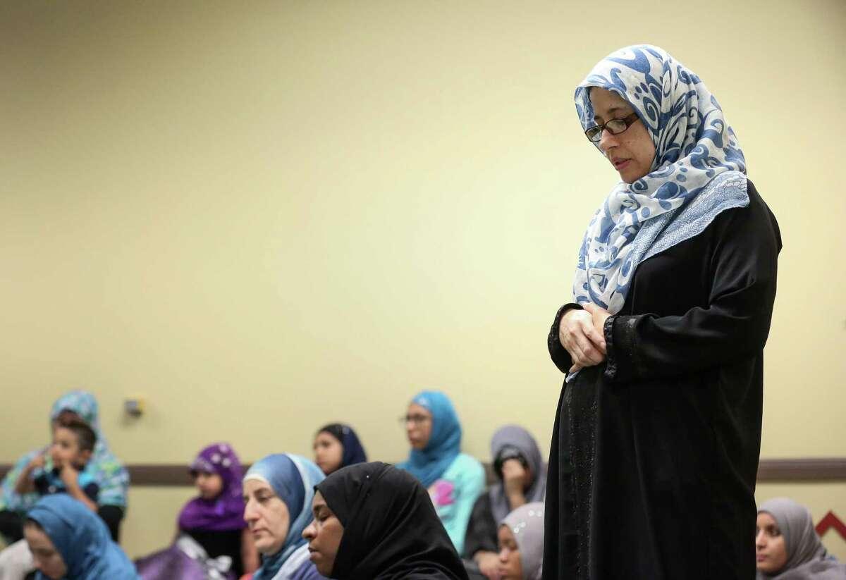 Women listen as Imam Abdurrahman Vega delivers the Khutbah in the mosque at the Islam in Spanish Centro Islamico, Friday, Aug. 5, 2016, in Houston. ( Jon Shapley / Houston Chronicle )