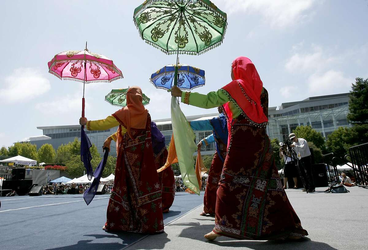 filipino109.jpg Members of the Hiyas Philippine dance troupe from San Jose began their performance with brightly colored umbrellas. The 13th annual Pistahan parade and festival were held Sunday to to celebrate the Northern California Filipino community. It was held at the Yerba Buena Gardens in San Francisco. {Brant Ward/The Chronicle} 8/13/06