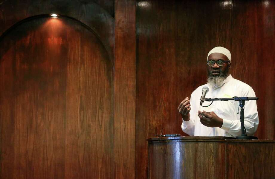 Imam Abdurrahman Vega delivers the Khutbah in the mosque at the Islam in Spanish Centro Islamico, Friday, Aug. 5, 2016, in Houston. Photo: Jon Shapley, Houston Chronicle / © 2015  Houston Chronicle