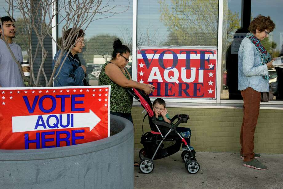 Marcelina Cavajal waits with son Anjelito Jaimes, 3, and other voters outside an Austin polling station in March. Photo: New York Times / NYTNS