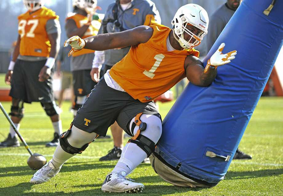 Kahlil McKenzie, a second-year defensive tackle at Tennessee, was listed on last season's roster as weighing 344 pounds. Photo: Adam Lau, Associated Press