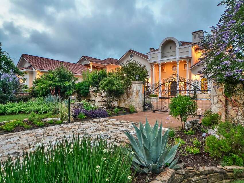 This sprawling Austin residence, located at7500 Escala Drivein the Barton Creek neighborhood, was previously listed for $5.95 million and is selling without a reserve.