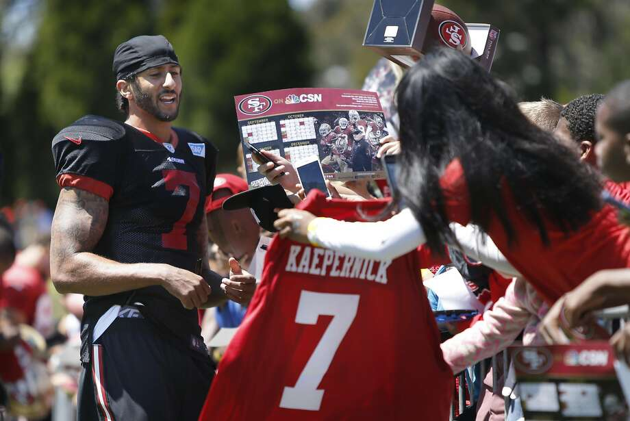 Colin Kaepernick signs autographs after practice Wednesday at Kezar Stadium. Photo: Michael Macor, The Chronicle