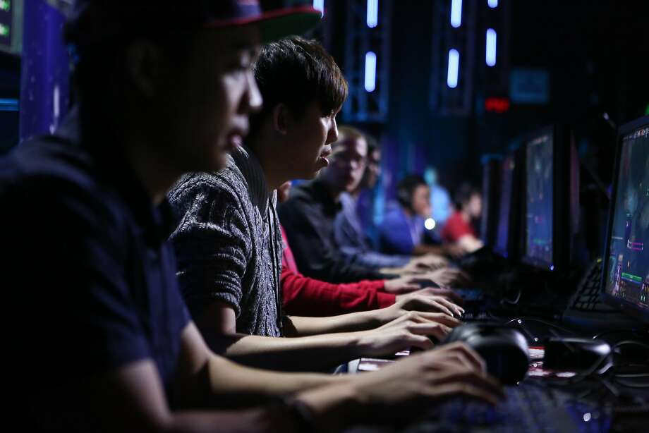 """Jimmy """"DeMoN"""" Ho (left) and Ching """"Ohaiyo"""" Xin Khoo compete in an e-sports event last year at the Warfield Theater. Photo: Amy Osborne, The Chronicle"""
