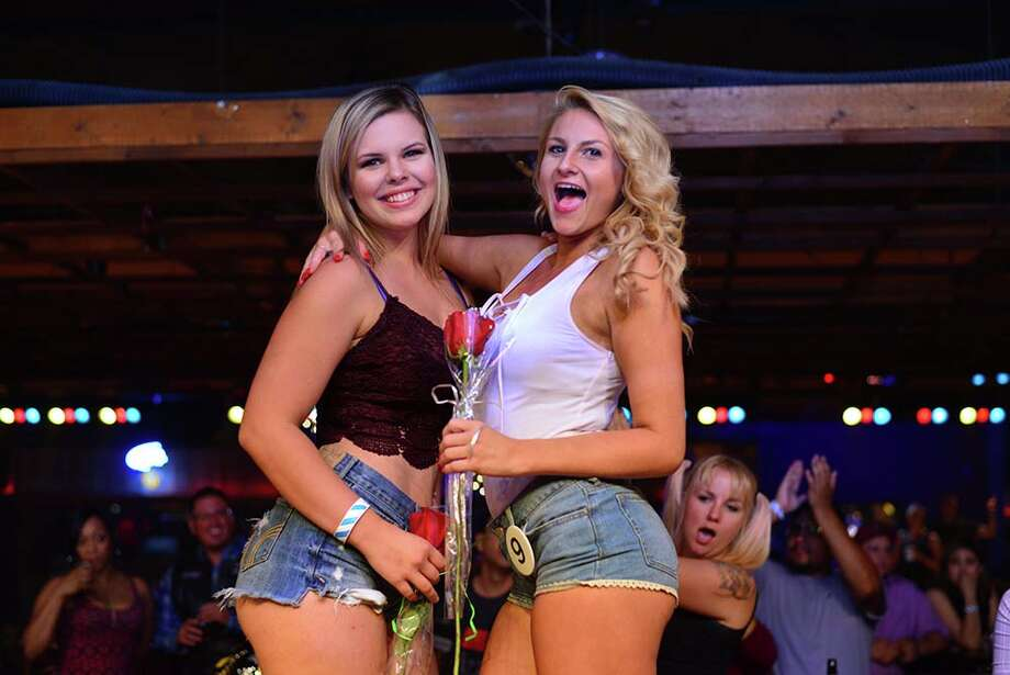 From Daisy Dukes to honky-tonk throwdowns, these are some of the best scenes from San Antonio's now-defunct Midnight Rodeo. Photo: Kody Melton / For MySA.com