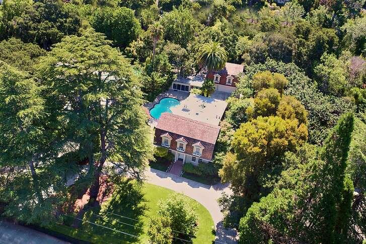 525 El Cerrito Ave. is a six bedroom Colonial Dutch Gambriel built in 1918.