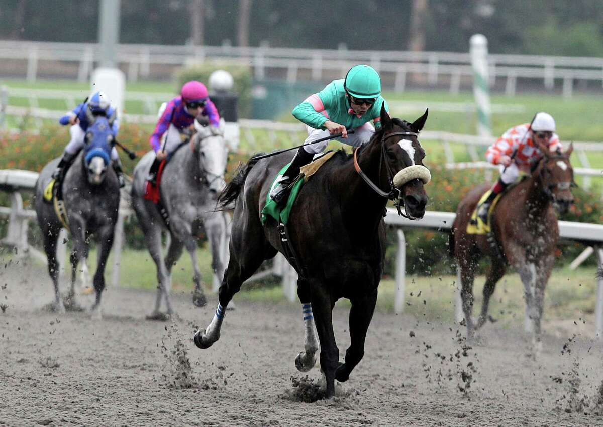 Jockey Mike Smith rides Zenyatta to win the Vanity Handicap horse race at Hollywood Park in Inglewood, Calif., Sunday, June 13, 2010. Zenyatta has won her 17th consecutive race, giving her the longest winning streak by a modern day thoroughbred in unrestricted races. (AP Photo/Jae C. Hong)