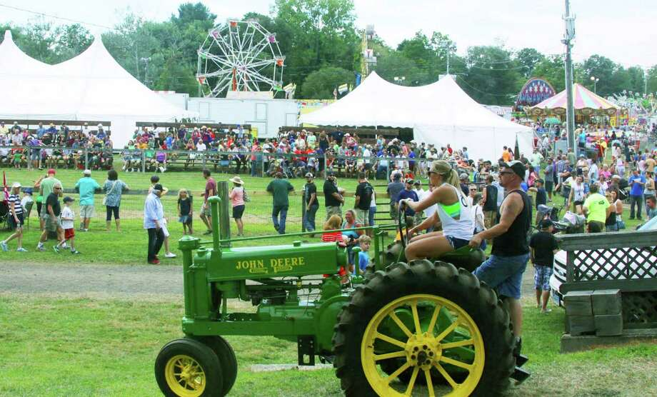 Traditionally strong crowds are expected at the 65th edition of the Bridgewater Country Fair Aug. 19-21. Photo: File Photo / The News-Times Freelance