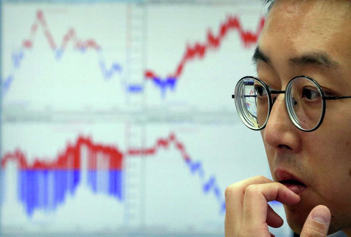A currency trader watches monitors at the foreign exchange dealing room of the KEB Hana Bank headquarters in Seoul, South Korea, Tuesday, Aug. 9, 2016. Asian stock markets were little changed Tuesday after Wall Street closed nearly flat amid little market-moving news. Prices of oil retreated slightly after reports of a new OPEC meeting sparked a rally.(AP Photo/Ahn Young-joon) ORG XMIT: SEL104