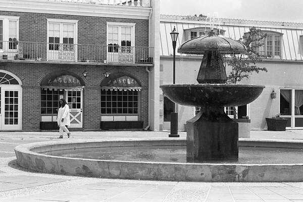 06/22/1983 - Westbury Square Shopping Center, 11310 Chimney Rock