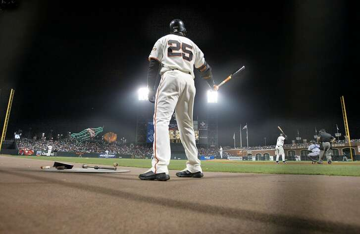 BONDS2-C-12JUL02-SP-MAC   Bonds on deck during a recent game against the Rockies.    San Francisco Giants slugger Barry Bonds in pursuit of the all time home run mark as he approaches  600. He now stands at 4th place behind Aaron, Ruth and Mays.     by Michael Macor/The Chronicle