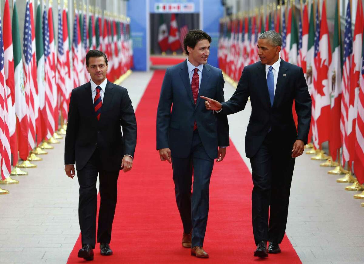 """Enrique Pena Nieto, Mexico's president, from left, Justin Trudeau, Canada's prime minister, and U.S. President Barack Obama arrive at the National Gallery of Canada for the North American Leaders Summit (NALS) in Ottawa, Ontario, Canada, on Wednesday, June 29, 2016. Leaders from the three Nafta nations """"agree on the need for governments of all major steel-producing countries to make strong and immediate commitments to address the problem of global excess steelmaking capacity,"""" according to a statement from Trudeau. ( Cole Burston/Bloomberg)"""