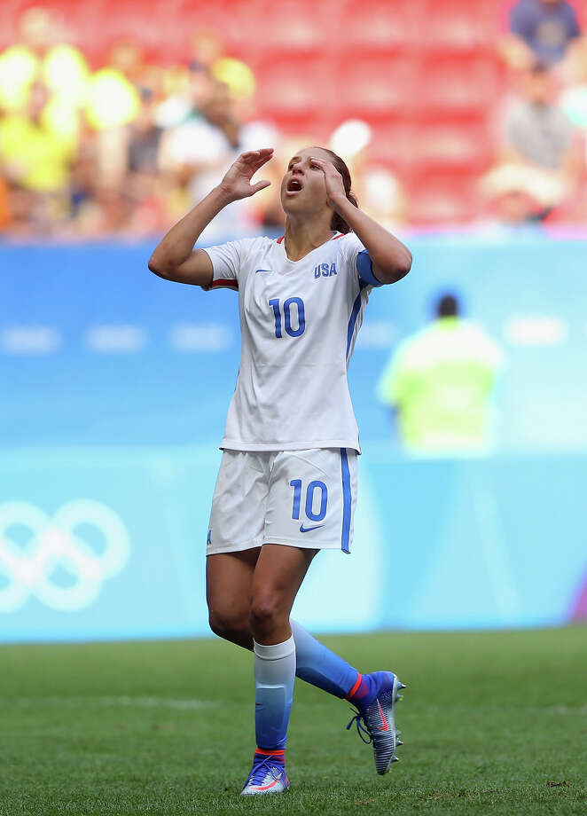 Carli Lloyd will sign a short-term contract with English club Manchester City. She will return to the Dash in June for at least the second half of the NWSL season. Photo: Celso Junior, Stringer / 2016 Getty Images