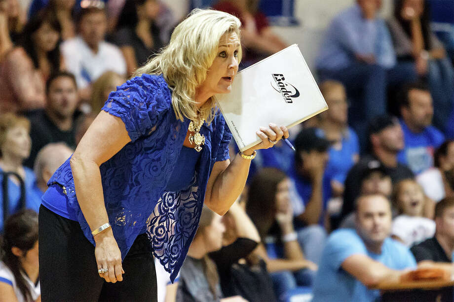 New Braunfels volleyball coach Robin Gerlich talks to her team during their match with Smithson Valley at New Braunfels High School on Oct. 2, 2012. Photo: Marvin Pfeiffer /San Antonio Express-News / Express-News 2012