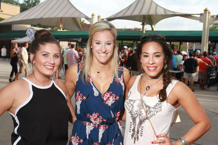 Fans at the Chris Stapleton and Hank Williams Jr. concerts at The Woodlands.  (For the Chronicle/Gary Fountain, August 12, 2016) Photo: Gary Fountain, Gary Fountain/For The Chronicle / Copyright 2016 Gary Fountain