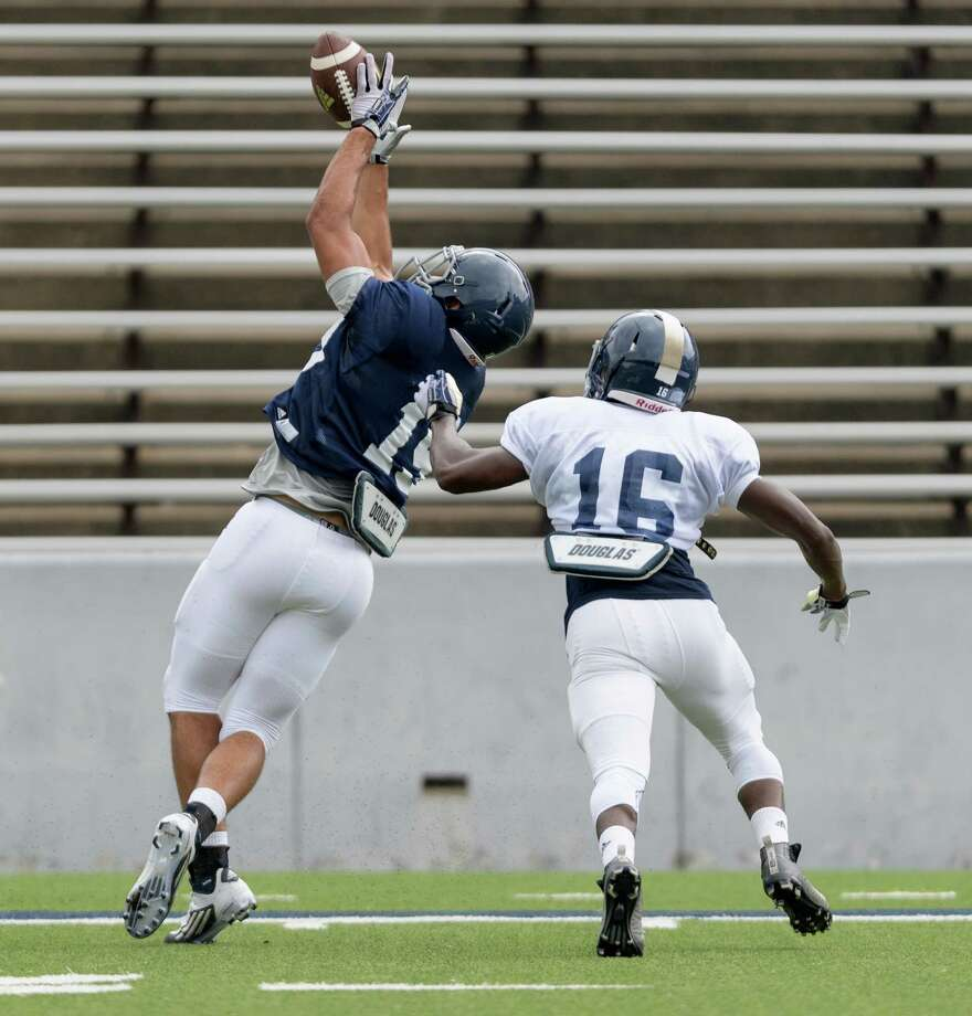 Kylen Grayson (19) of the Rice Owls attempts a reception over Josh Cummings (16) in an inter squad scrimmage on Saturday, August 13, 2016 at Rice Stadium in Houston Texas. Photo: Wilf Thorne, For The Chronicle / © 2016 Houston Chronicle