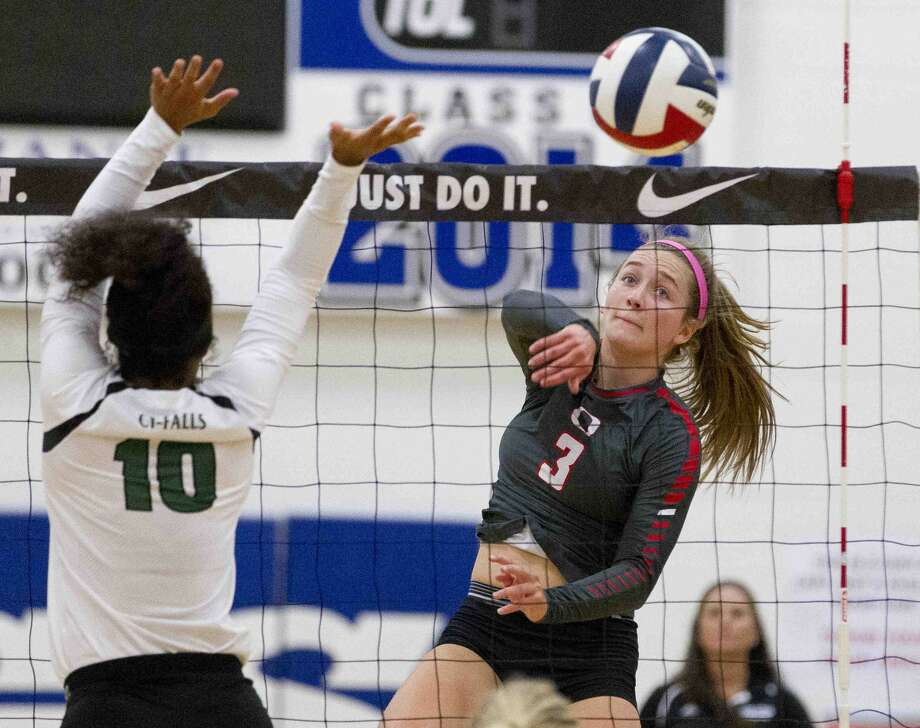 Oak Ridge's Shae Green gets a shot past Cypress Falls blocker Taylor Williams in the first set of the gold bracket championship volleyball match during the Katy/Cy-Fair Nike Invitational Saturday. Photo: Jason Fochtman