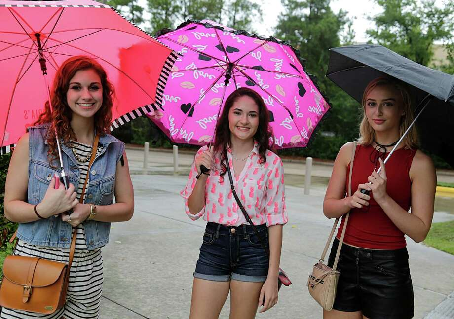 Seensters before the Gwen Stefani concert at Cynthia Woods Mitchell Pavilion Aug. 14, 2016, in The Woodlands. Photo: James Nielsen, Houston Chronicle / © 2016  Houston Chronicle