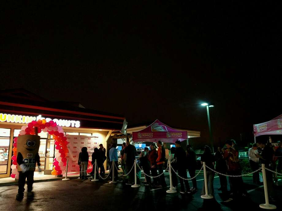 A line formed out the door of the new Half Moon Bay Dunkin Donuts opened Aug. 15, 2016. Photo: Courtesy Dunkin Donuts