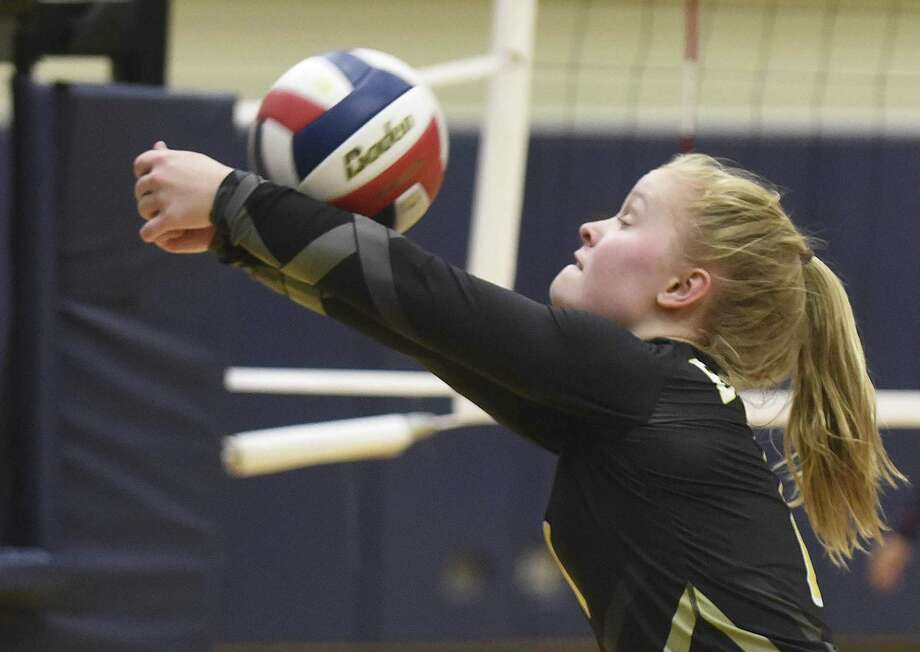 Brennan's Makenna Hanssen amassed 55 digs and six aces as the Bears swept Jay and Warren to move into District 28-6A's final playoff spot. Photo: Billy Calzada / San Antonio Express-News / San Antonio Express-News