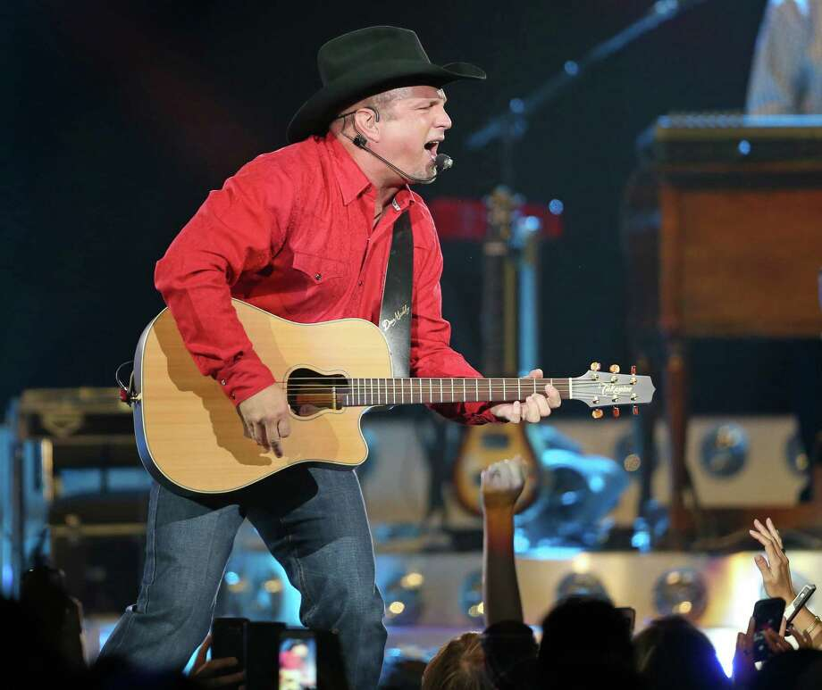 Is Garth Brooks really sold out? Photo: Edward A. Ornelas, Staff / © 2016 San Antonio Express-News