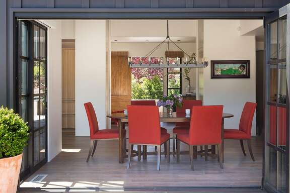 On a quiet cul de sac in St. Helena, a little house is an unwitting study in contrasts. Larkspur-based interior designer Lucille Buell�embraced uniformity between the indoors and outdoors.