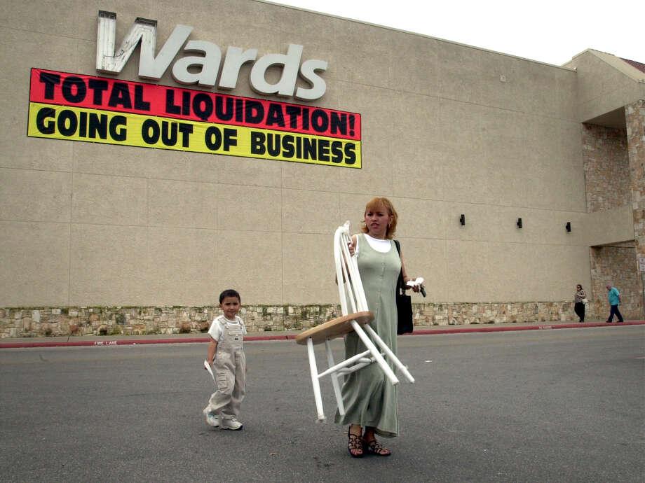 Montgomery Wards Photo: BOB OWEN, San Antonio Express-News / SAN ANTONIO EXPRESS-NEWS