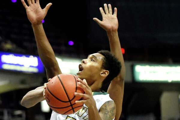 Siena's Kenny Wormley goes to the hoop during their basketball game against Niagara on Saturday, Jan. 2, 2016, at Times Union Center in Albany, N.Y. (Cindy Schultz / Times Union)
