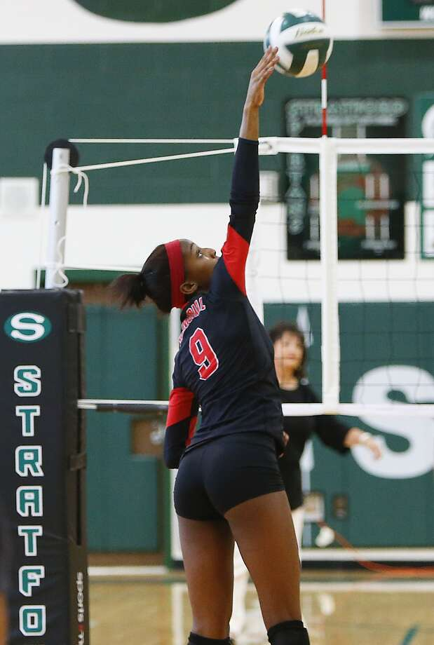 Sanaa' Dotson of Memorial goes for the kill as the Lady Mustangs took on Stratford in Match 1 of 2 at Stratford High School on August 25, 2015. Photo: Diana L. Porter, Freelance / © Diana L. Porter