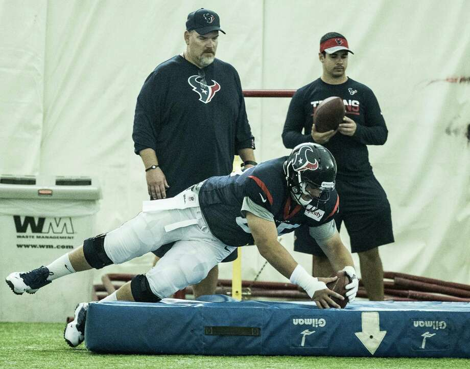 Houston Texans center Greg Mancz (65) dives on a loose ball during a fumble drill during Texans training camp at Houston Methodist Training Center on Tuesday, Aug. 16, 2016, in Houston. Photo: Brett Coomer, Houston Chronicle / © 2016 Houston Chronicle