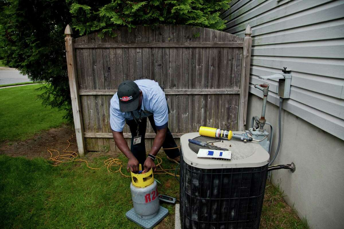 Texan's can't live without air conditioning According to the U.S. Energy Information Administration, Texas air conditioning accounts for a greater portion of home energy use than the rest of the U.S. Texans use 18 percent of their household energy on air conditioning, while the average U.S. household uses 6 percent.