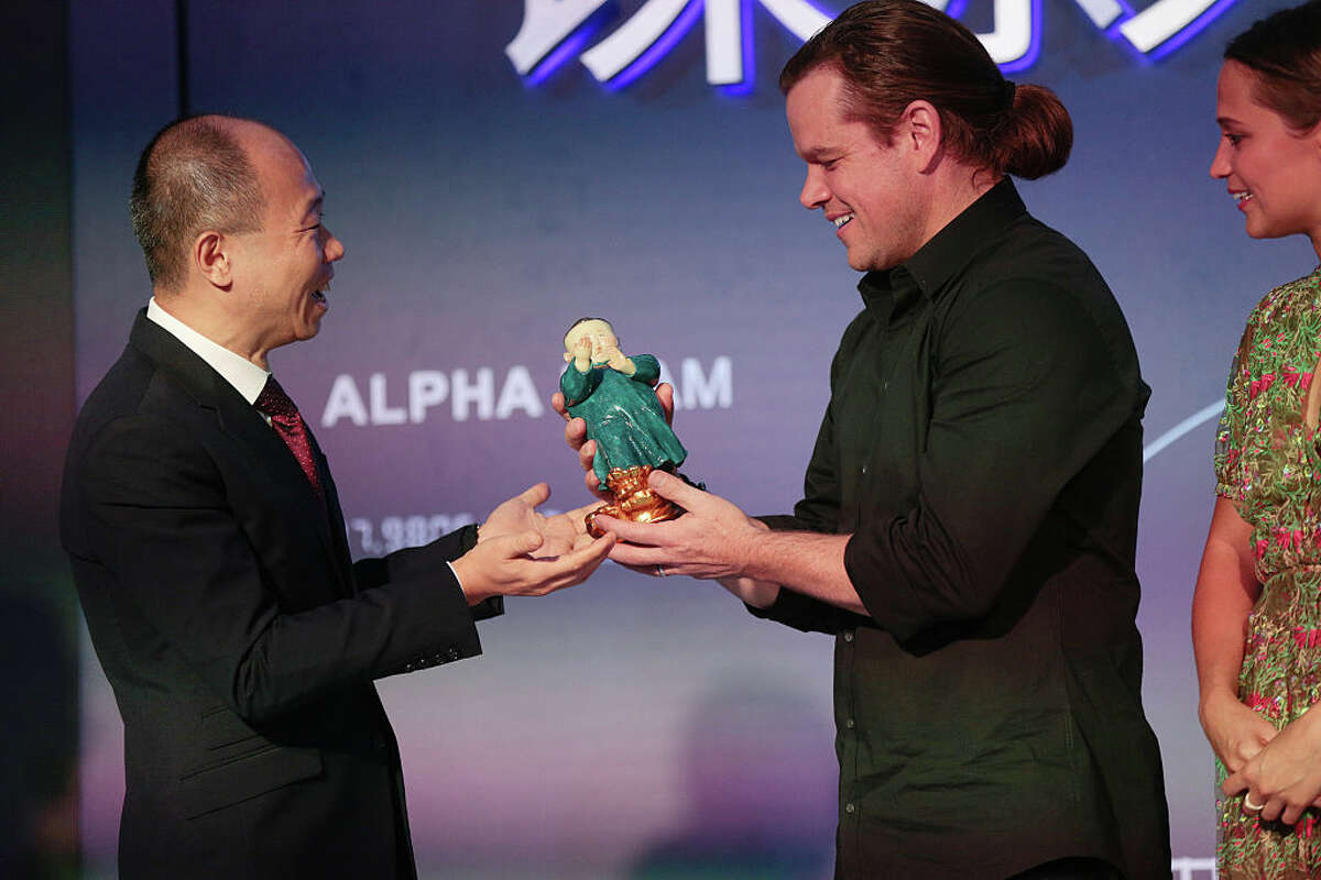 BEIJING, CHINA - AGUGST 16: Matt Damon receives gift during the 'Jason Bourne' Press Conference at Phoenix Center on August 16, 2016 in Beijing, China. (Photo by Andrew Wang/VCG via Getty Images)