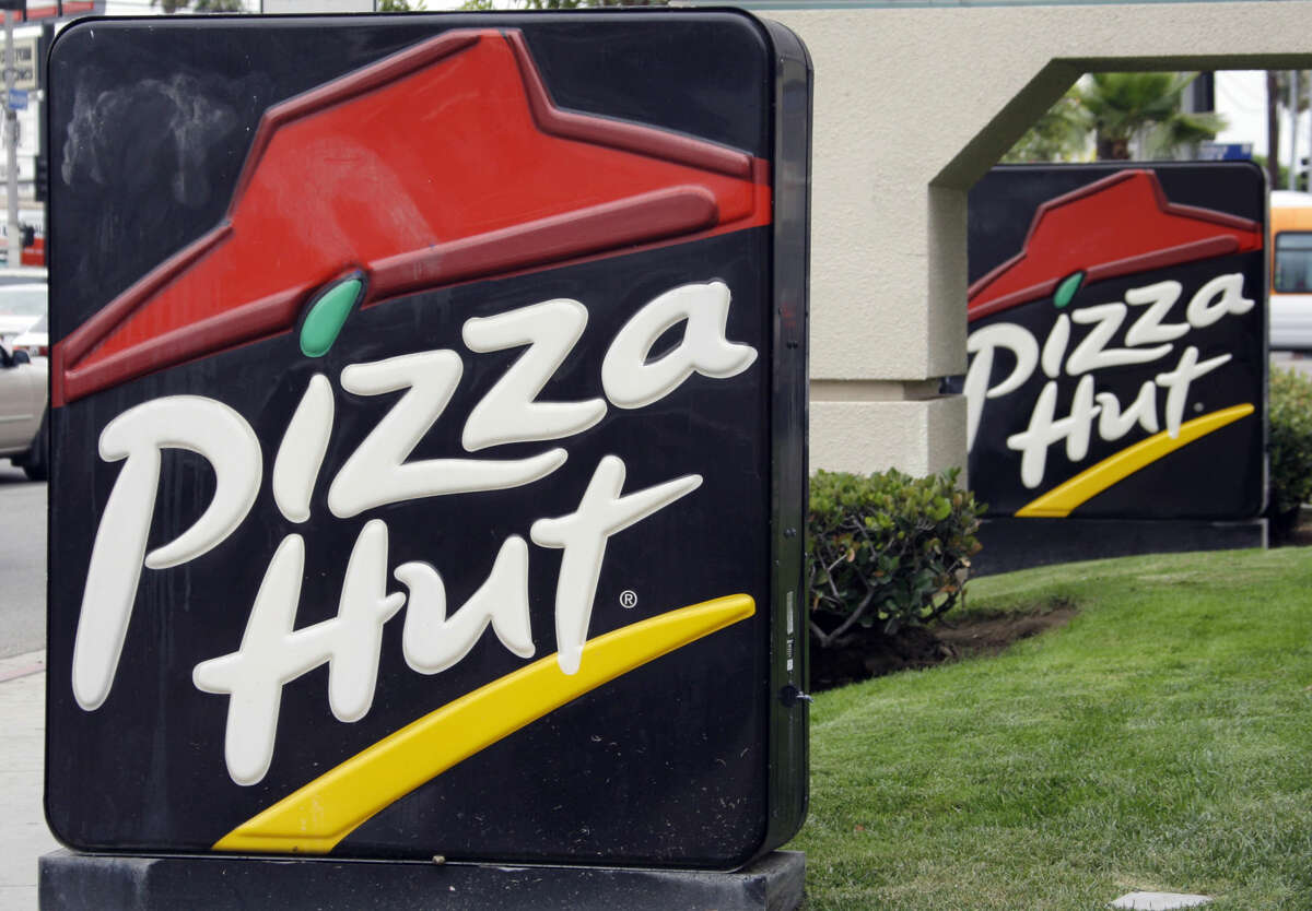 Do you love pizza, college sports and social media? If so, Pizza Hut wants to hire you.
