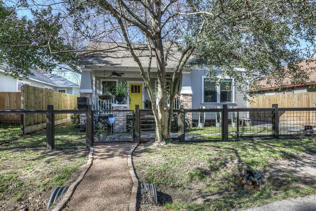 705 East Enid in Houston Sold: $442,000 / Date: April 08, 2016